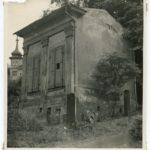 Zustand des ehemals Brücknerschen Gartenhauses im Garten der Deutschen Notenbank, Foto 1953 (Mus. Burg Mylau).
